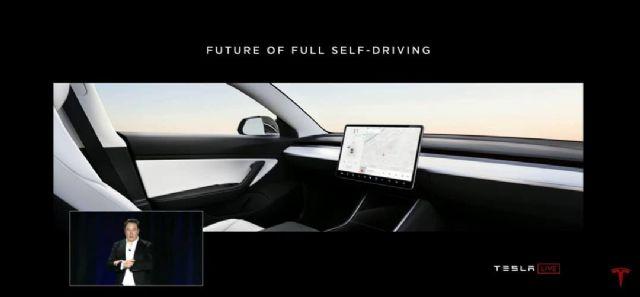 스티어링 휠 없는 차량 내부 사진을 공개한 일론 머스크 테슬라 CEO (사진=테슬라 유튜브 채널 캡처)