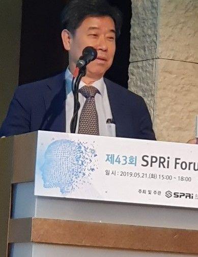 """인터넷 대부 전길남 박사 """"초지능 AI 오면 골치 아플 것"""""""